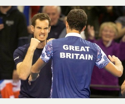 Andy Murray and James Ward aim