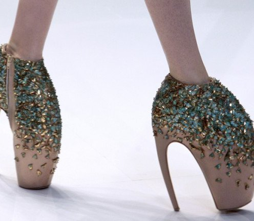 10 Shoes You Should Never Wear