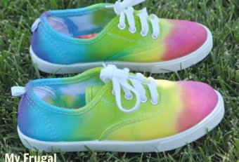 Color tennis shoes
