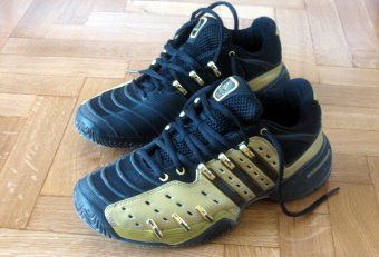 Old tennis shoes Images